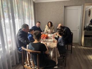 Дмитрий Саблин навестил спасенных из Сирии детей